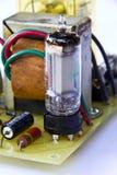 Viejo tablero electrónico que usa el tubo de vacío imágenes de archivo libres de regalías