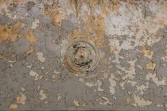 Viejo techo rascado con la pintura agrietada Imagenes de archivo