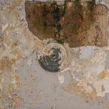 Viejo techo rascado con la pintura agrietada Foto de archivo