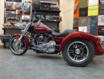 Viejo trike del rojo de Harley Davidson Retail Store del fuerte Fotos de archivo libres de regalías