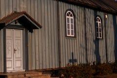 Viejo tserkov Iglesia ortodoxa en pueblo polaco imagenes de archivo