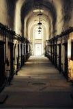 Viejo vestíbulo histórico y abandonado del edificio que mira para arriba el techo Fotografía de archivo