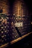 Viejo y Dusty Wine Bottles imagen de archivo libre de regalías