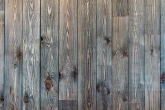 Viejo y envejecido fondo texturizado de madera en marr?n imagenes de archivo