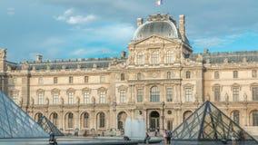 Viejo y nuevo elemento en el timelapse externo del edificio de la lumbrera París, Francia almacen de metraje de vídeo