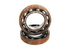 Viejo y oxidado rodamiento de bolitas, aislado en el fondo blanco Imagen de archivo libre de regalías