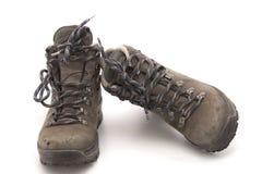 Viejo y utilizado yendo de excursión los zapatos Imagenes de archivo