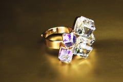 Viejos anillos de oro diseñados enfocados Fotos de archivo libres de regalías