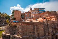 Viejos baños del azufre en el distrito de Abanotubani con el bal tallado de madera Imagen de archivo