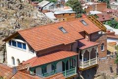 Viejos baños del azufre en el distrito de Abanotubani con el balc tallado de madera Fotografía de archivo