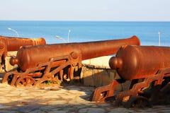 Viejos canones en Tánger imagen de archivo