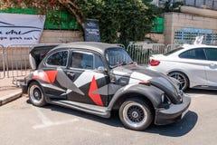 Viejos deportes Volkswagen Beetle en una exposición de coches viejos en la ciudad de Karmiel Imagen de archivo