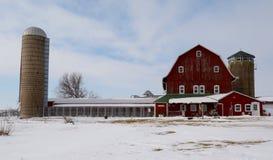 Viejos granero y silos Fotografía de archivo libre de regalías