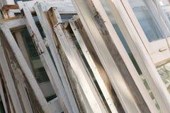 Viejos marcos de ventana de madera blancos Fotografía de archivo libre de regalías