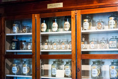 Viejos objetos, herramientas y humor de un museo farmacéutico en Cluj Napoca, Rumania Imagen de archivo