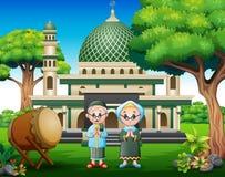 Viejos pares de la historieta musulmanes en frente la mezquita ilustración del vector