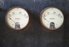 Viejos pares del amperímetro fotos de archivo