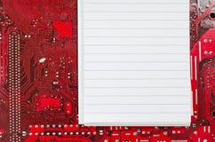 Viejos placa de circuito y lugar sucios rojos del ordenador para el texto Imagen de archivo