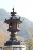 Viejos posts antiguos grandes Seoraksan Corea de la linterna. Imagen de archivo libre de regalías