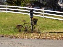 Viejos posts del buzón de la bicicleta Imagenes de archivo