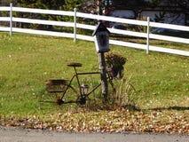 Viejos posts del buzón de la bicicleta Fotos de archivo