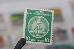 Viejos sellos de ex República Democrática Alemana Imagenes de archivo