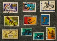 Viejos sellos de los diversos países, temas de los deportes imágenes de archivo libres de regalías