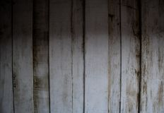 Viejos tableros de madera blancos en textura oscura del tono Imágenes de archivo libres de regalías