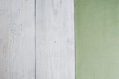 Viejos tableros garrapateados dilapidados, una superficie de madera con p agrietado Imagenes de archivo