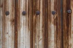 Viejos tablones y fondo de los clavos del hierro Fotos de archivo