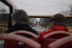 Viejos turistas de los pares en DC imágenes de archivo libres de regalías