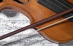 Viejos violín, arqueamiento y notas Fotografía de archivo