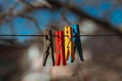 Viejos y nuevos clothespegs Imágenes de archivo libres de regalías