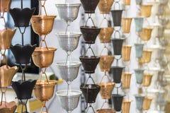"""Viel Art asiatische traditionelle bunte Regenkette hängenden †""""Handwerksprodukt stockfotografie"""