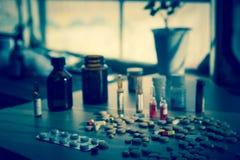 Viel bunte Medikation und Pillen Lizenzfreie Stockfotografie