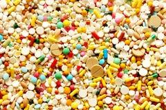 Viel bunte Medizin und Pillen Stockfotos