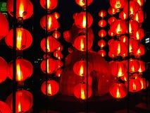 Viel chinesische Laterne in der Mitte Stockbilder