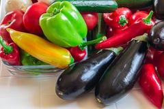 Viel des frischen bunten Gemüses auf weißem Hintergrund Stockfotografie