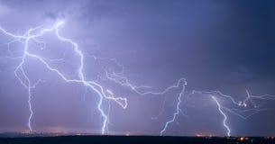 Viel großer Blitz Stockbilder