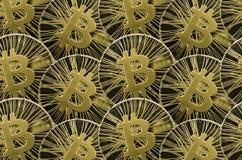 Viel prägt glänzendes Gold Bitcoin für Hintergrund oder Beschaffenheit stockfotografie