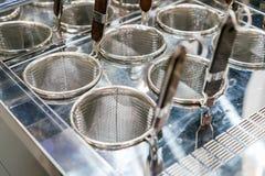 Viel rostfreie Masche am Küchengeschirrgeschäft für Restaurant oder Nahrung industriell lizenzfreie stockfotografie