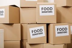 Viel von voll geboxt von den humanitären Versorgungen stockfotografie