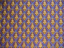 Viel Zahl von Buddha auf Betonmauer Lizenzfreie Stockfotos