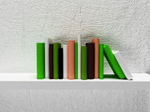 Viele Bücher im Regal Stockbild
