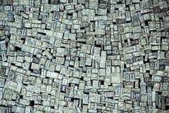 Viele bügeln Buchstaben von den Alphabetsätzen der Retro- Schreibmaschine Lizenzfreie Stockbilder