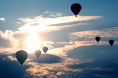 Viele Ballone mit den Leuten, die morgens Himmel in Cappad fliegen Lizenzfreies Stockbild