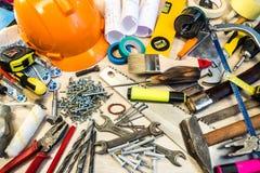 Viele Bauwerkzeuge, Bauzusammensetzungs-Werkzeugkoffer, Arbeitsplan, Elektrowerkzeuge, errichtend Stockbilder
