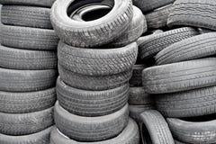 Viele benutzten Reifen Stockfotografie