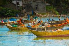 Viele Boote auf dem Meer, fischend im Fischdorf, mui Ne, Vietnam Lizenzfreies Stockbild