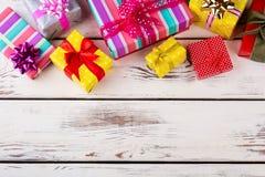 Viele bunten Geschenke schön verpackt Lizenzfreies Stockbild